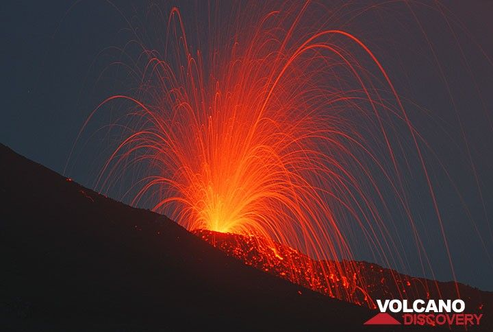 Strombolian eruption from the 2900 m vent near Etna's SE crater (July 2001 flank eruption). (Photo: Tom Pfeiffer)