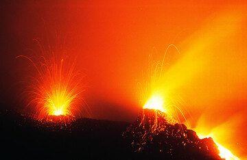 Erupting hornitos at night. (c)