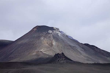 Etna's SE crater in October 2006 (Photo: Tom Pfeiffer)