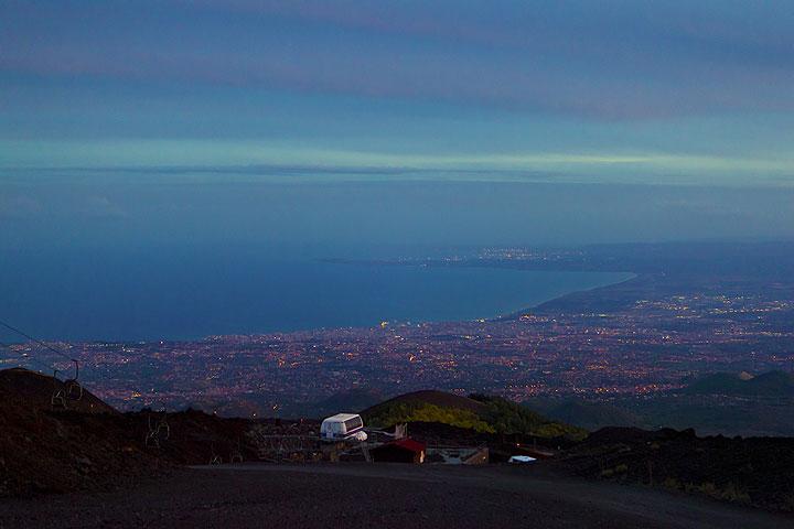At nightfall, the city lights of Catania start to shine like stars in a sea of blue light. (Photo: Tom Pfeiffer)