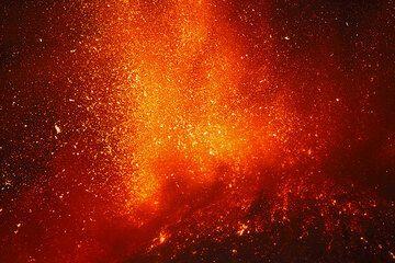 Etna volcano lava fountains - paroxysm at New SE crater on 17 Nov 2013 (Photo: Tom Pfeiffer)