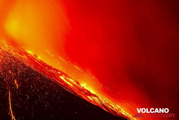 Lava flow on the east flank of the New SE crater (Photo: Tom Pfeiffer)