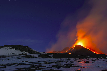 Erupting New SE crater of Etna volcano at dawn (17 Nov 2013) (Photo: Tom Pfeiffer)