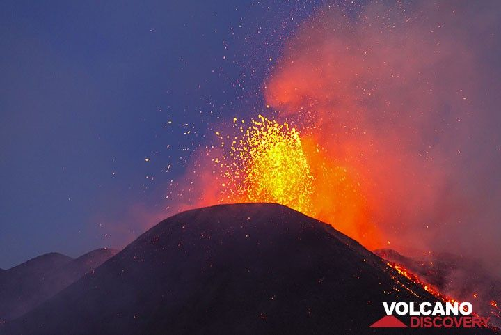 Each bubble explosion is followed by the ejection of a denser mass of liquid lava. (Photo: Tom Pfeiffer)