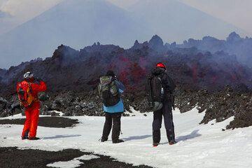 The lava flow front. (Photo: Tom Pfeiffer)