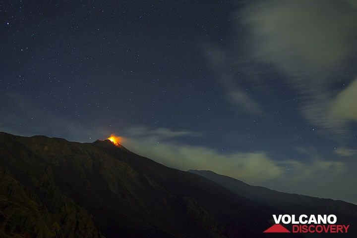 View over the Valle del Bove with the erupting New SE crater. (Photo: Tom Pfeiffer)