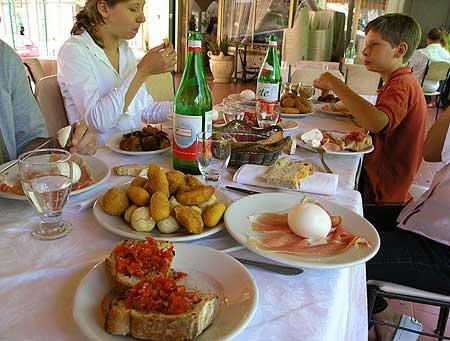 Italienische Mittagspause in der Nähe des Vesuvs (Photo: Tom Pfeiffer)