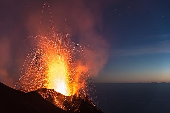 Strong strombolian explosion from Stromboli's NE crater on 8 June 2017 (Photo: Tom Pfeiffer)
