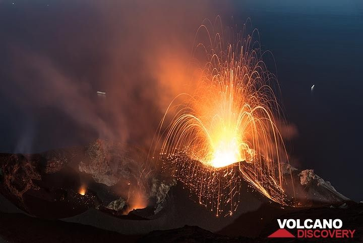 9 June 2017 night: a stronger explosion occurs from the N2 crater, the most active of a total of 6 vents during most of the recent times. (Photo: Tom Pfeiffer)