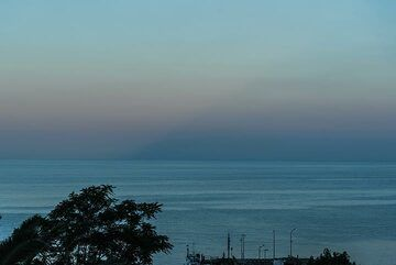 During clear weather as often in June, the conical shadow of Stromboli Island can be seen against the eastern horizon at sunset. (Photo: Tom Pfeiffer)