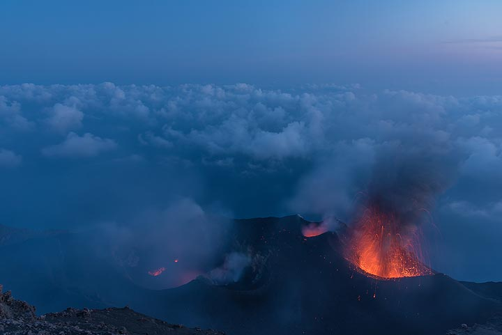 Dawn over Stromboli's crater. A loose deck of clouds has formed just below the altitude of the crater terrace. (Photo: Tom Pfeiffer)