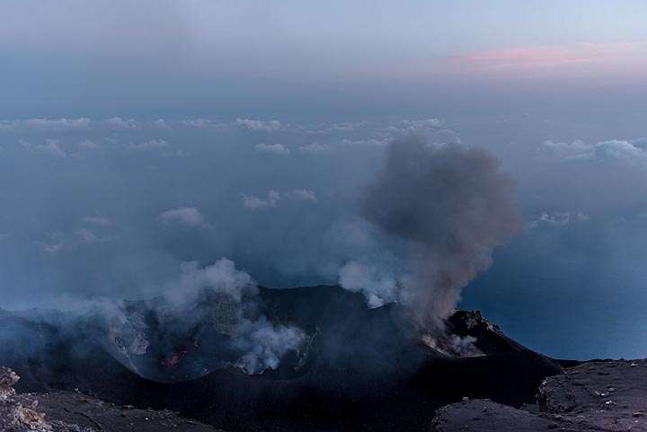 Morning view over the crater terrace on 16 June. (Photo: Tom Pfeiffer)