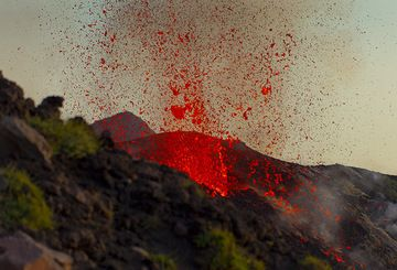 Powerful explosion of a liquid lava bubble from the outward-facing vent of the NE crater cone. (Photo: Tom Pfeiffer)