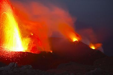 A bright eruption from the NW vent, which as usual is more ash-rich than the NE or central vents. (Photo: Tom Pfeiffer)