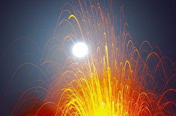 Lava projects towards the full moon... (Photo: Tom Pfeiffer)