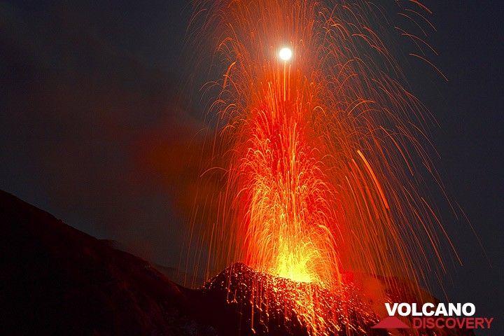 Eruption frapper la lune ... (Photo: Tom Pfeiffer)