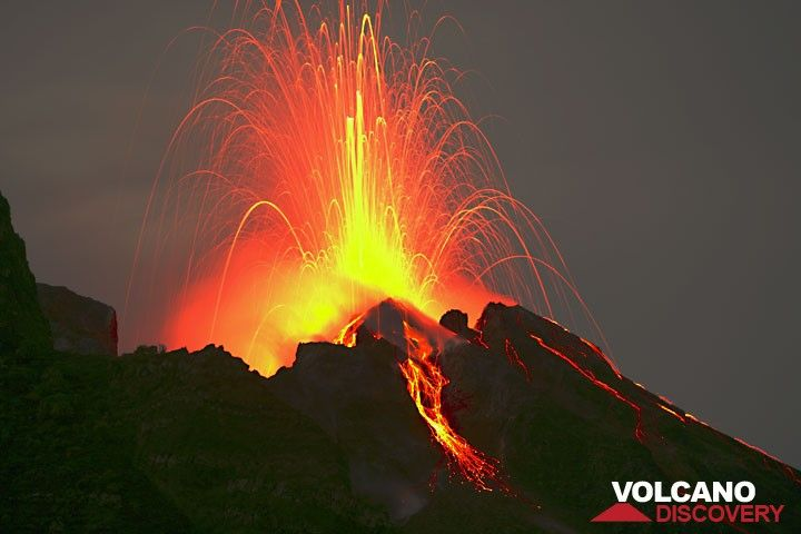 Eruption from the craters of Stromboli. (Photo: Tom Pfeiffer)
