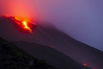 12 Jan 2013 - another lava overflow has started from the breach of the NE crater. (Photo: Tom Pfeiffer)
