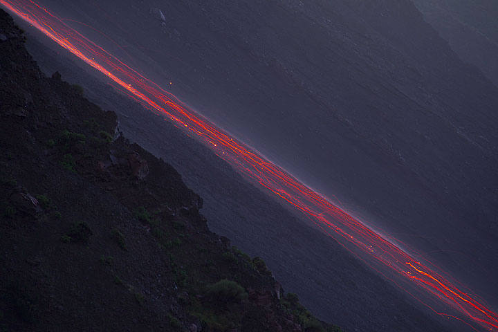 Trails of glowing blocks rolling down Sciara del Fuoco in the evening. (Photo: Tom Pfeiffer)