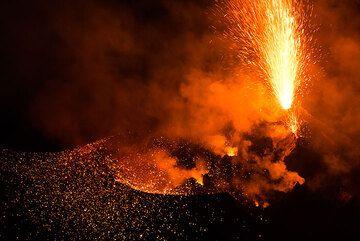 Erupción del hornito NW (Photo: Tom Pfeiffer)