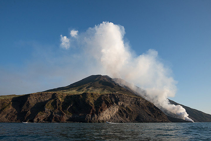 8 Aug 2014: a steam plume rises from the Sciara where the lava flow enters the sea. (Photo: Tom Pfeiffer)