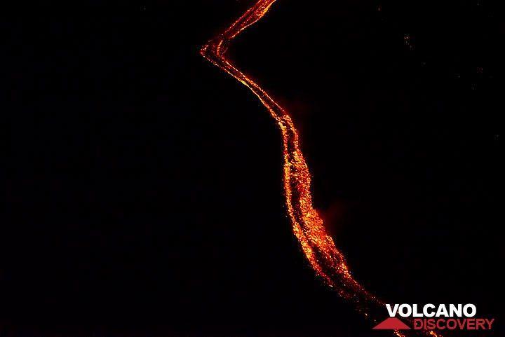 Winding lava flow channel (Photo: Tom Pfeiffer)