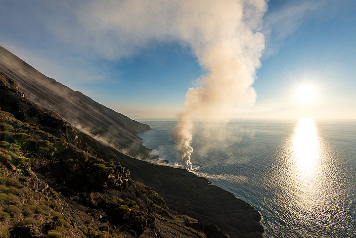 Evening sun and the steam plume from Stromboli's lava flow seen from Punta Labronzo (Photo: Tom Pfeiffer)