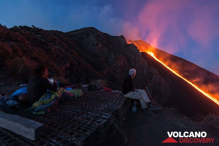 Martin taking pictures, while others just wake up to admire the lava flow in front of us again. (Photo: Tom Pfeiffer)
