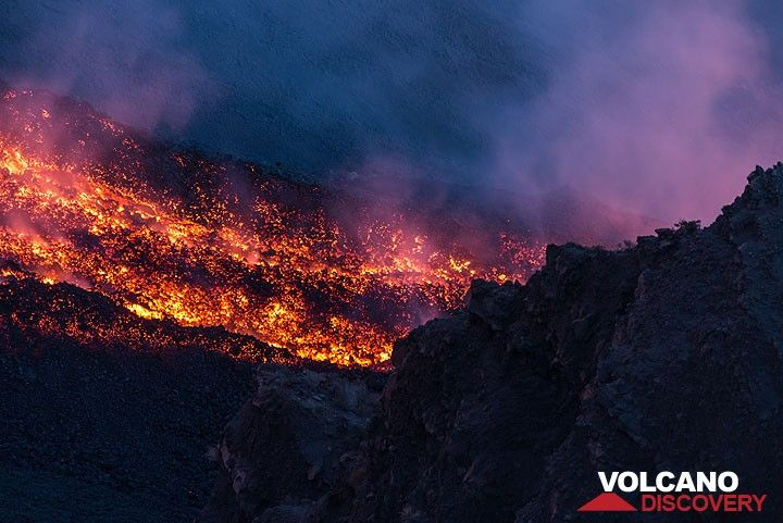Zoom onto the lava channel (Photo: Tom Pfeiffer)