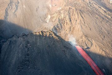 Effusive vent at the base of the NE crater. (Photo: Tom Pfeiffer)
