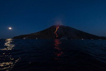 Full moon rising and Stromboli island with its lava flow, the first since 2007 to reach the sea. (Photo: Tom Pfeiffer)