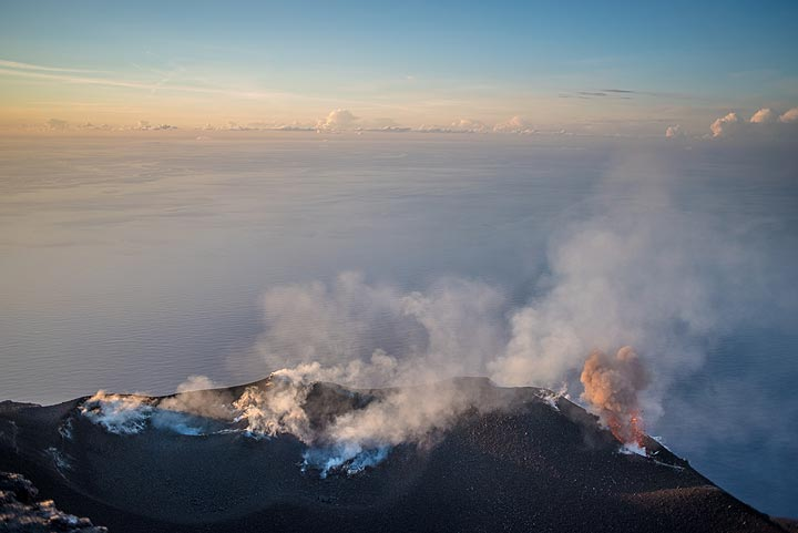 Eruption from the easternmost vent, producing a small ash plume. (Photo: Tom Pfeiffer)
