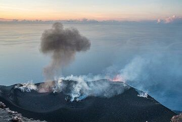 Although it also erupts lots of lava, during daylight it is less visible. (c)