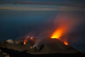 Moonlight over the crater terrace while the NE cone is showing mild, continuous spattering. (Photo: Tom Pfeiffer)