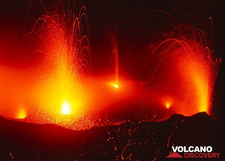 Fireworks - several simultaneous eruptions at night. (c)