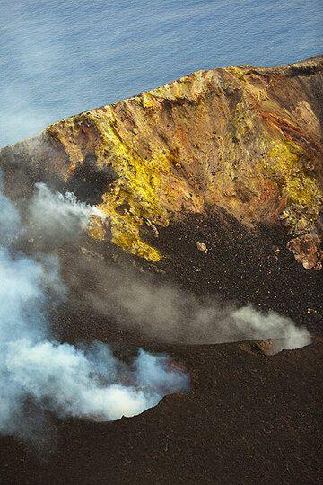 Smoking vents in Stromboli's crater (Photo: Tom Pfeiffer)
