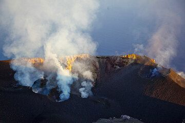 Panorama over the crater terrace of Stromboli (14 July 2009) (Photo: Tom Pfeiffer)