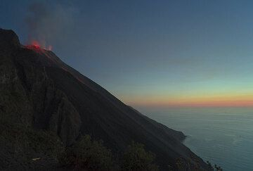 The Sciara del Fuoco with the trails of glowing bombs from the previous eruption. At the crater terrace, the NW vent (to the right) is constantly ejecting strombolian bursts of lava to up to 100-150 m high. (Photo: Tom Pfeiffer)