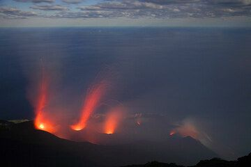 Simultaneous eruptions from NW crater (left) and two vents of the central crater. (c)