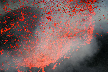 Exploding magma inside Stromboli's crater (Photo: Tom Pfeiffer)
