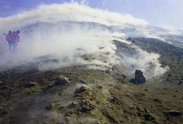 We pass a field of strong fumaroles. Fortunately, the wind is (as usual here) strong enough to dilute the gas.  (c)