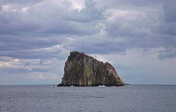 Dattilo, a small islet near Panarea island. (c)
