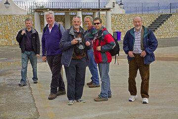 Unsere Gruppe im Hafen. (Photo: Tom Pfeiffer)