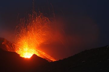 A nice eruption at NE crater seen from Pizzo (Photo: Marco Fulle)