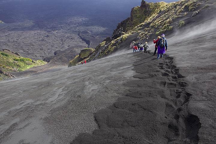 Descending into Valle del Bove, Etna volcano, Italy (Photo: Tom Pfeiffer)