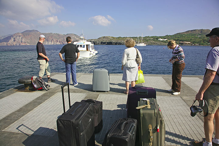 Waiting for our boat to bring us to Lipari and Stromboli (Photo: Tom Pfeiffer)