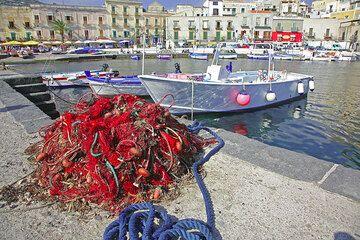 """Der Fischerhafen von Lipari Stadt (""""Marina Corta"""") (Photo: Tom Pfeiffer)"""