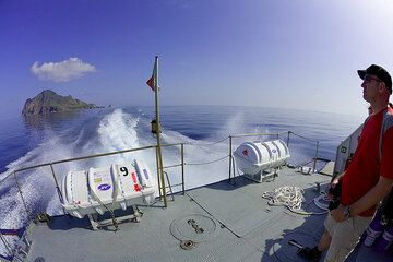 On the deck of the hydrofoil, the sea is exceptionally calm (Photo: Tom Pfeiffer)