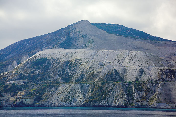 The large pumice deposits and pumice quarries at Lipari (Photo: Tom Pfeiffer)