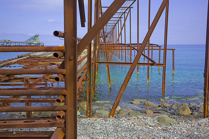 Rusted iron structures of the old pier at the pumice quarry. (Photo: Tom Pfeiffer)